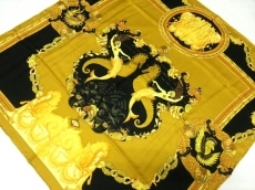 アトリエヴェルサーチのスカーフ