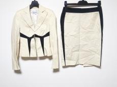 モンタナブルーのスカートスーツ