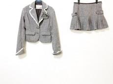 リズリサのスカートスーツ