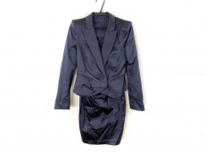 ピンコのワンピーススーツ