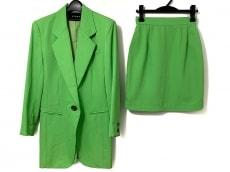 ビッキーのスカートスーツ