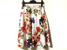 ユニバーバルミューズのスカート