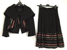 プルドゥのスカートスーツ