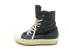 ダークシャドウのブーツ