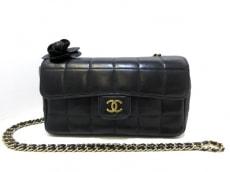 CHANEL(シャネル)のチョコバー/カメリアのショルダーバッグ