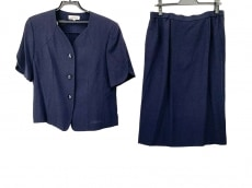 ラピーヌルージュのスカートスーツ