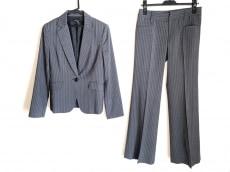 ヌークのレディースパンツスーツ