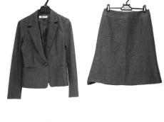 ナチュラルビューティー ベーシックのスカートスーツ