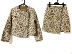 ミリオンカラッツのスカートスーツ
