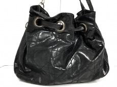 ChristianDior(クリスチャンディオール)のカナージュステッチのショルダーバッグ