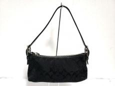 COACH(コーチ)のシグネチャーデミポーチのハンドバッグ