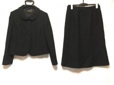 ラピーヌのスカートスーツ