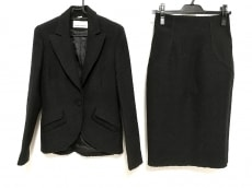 フセインチャラヤンのスカートスーツ