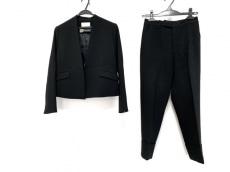 グーコミューンのレディースパンツスーツ