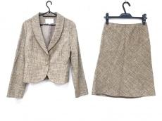 ナチュラルビューティーのスカートスーツ