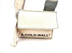アコールドウォールのショルダーバッグ