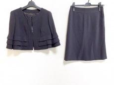 ヨーコドールのスカートスーツ