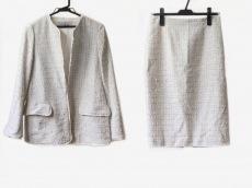 アリクアムのスカートスーツ