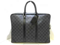 LOUIS VUITTON(ルイヴィトン)のポルトドキュマンヴォワヤージュのビジネスバッグ