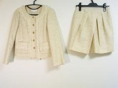 アクアガールのスカートスーツ