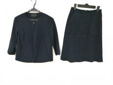 ルヴェルソーノアールのスカートスーツ
