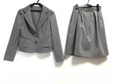 ミスJのスカートスーツ