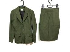 アライアのスカートスーツ