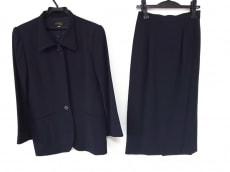 イフピサロのスカートスーツ