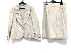 モディファイのスカートスーツ