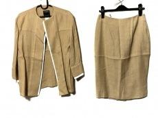 トマソステファネリのスカートスーツ