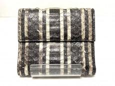 ビーラウンジの3つ折り財布
