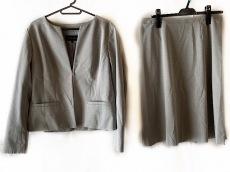 トランスワークのスカートスーツ