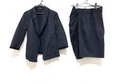 フィロディセタのスカートスーツ