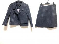 LOUIS VUITTON(ルイヴィトン)のスカートスーツ