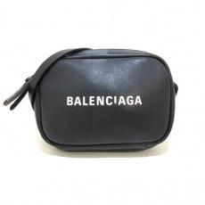 バレンシアガのエブリデイカメラバッグ