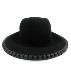 クリスチャンダダの帽子