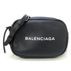 バレンシアガのエブリデイ カメラバッグ