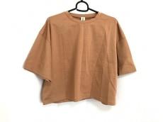 ナゴンスタンスのTシャツ
