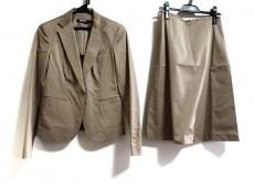 ダナキャランのスカートスーツ