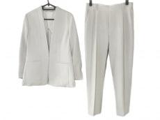 マルティニークのレディースパンツスーツ