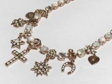 アマーロのネックレス