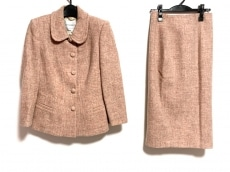 アンナモリナーリのスカートスーツ