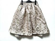 ミスアドラのスカート