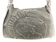ハンティングワールドのショルダーバッグ