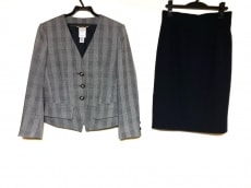 セリーヌのスカートスーツ