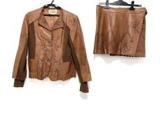 ロッサのスカートスーツ