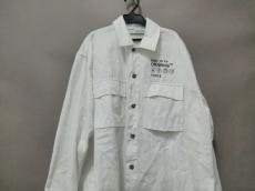 オフホワイトのlogo oversized shirt