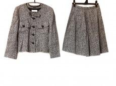 キミジマのスカートスーツ