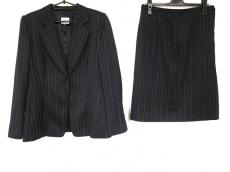 アルマーニコレッツォーニのスカートスーツ