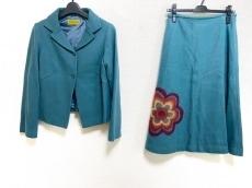 ホコモモラのスカートスーツ